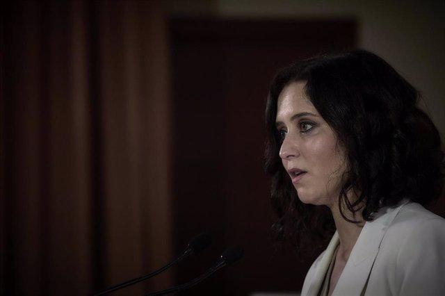 La presidenta de la Comunidad de Madrid y candidata del PP a la reelección, Isabel Díaz Ayuso, interviene en una rueda de prensa en el Colegio concertado Padre Manyanet, a 27 de abril de 2021, Alcobendas, Madrid, (España).