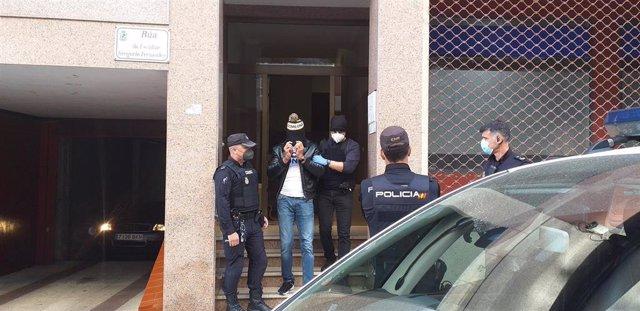 Detenido en Vigo en el marco de un operativo conjunto de Policía Nacional y Guardia Civil contra el tráfico de drogas, coordinado por un juzgado de Cambados y en el que se produjeron varios arrestos y registros.
