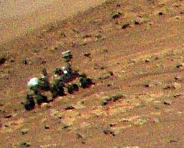 El rover Perseverance, captado desde el aire por el helicóptero Ingenuity