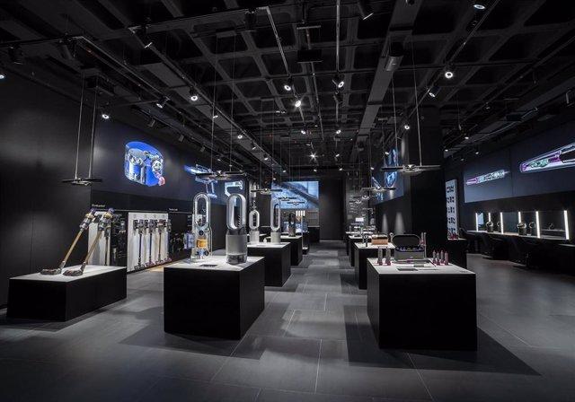 Archivo - Primera tienda física en España, que se ubica en el centro comercial 'La Maquinista', en Barcelona (Cataluña)