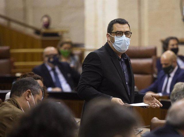 El portavoz adjunto de Adelante Andalucía, Guzmán Ahumada, en una foto de archivo en el Parlamento.