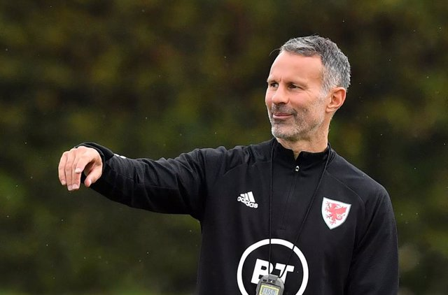 Archivo - FILED - 02 September 2020, Wales, Hensol: Wales manager Ryan Giggs leads a training session at The Vale Resort, ahead of the UEFA Nations League Group H soccer matches against Finland and Bulgaria on 03 September and 06 September. Giggs has repo