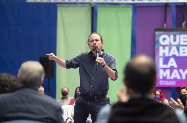 El candidato de Unidas Podemos a la Presidencia de la Comunidad, Pablo Iglesias interviene durante un acto del partido en el Polideportivo municipal Cerro Buenavista de Getafe, a 27 de abril de 2021, en Madrid (España).