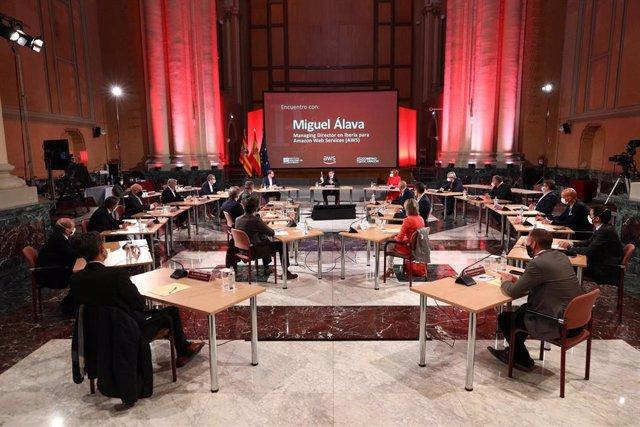 El vicepresidente del Gobierno y el director general en Iberia para Amazon Web Services mantienen un encuentro con un grupo de empresarios aragoneses.