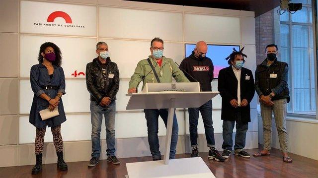 Roda de premsa dels representants del Sindicat de Persones Sense Llar, Lluís Solanes, el treballador del Gimnàs Social Sant Pau, Santi González, i Basha Changuerra (CUP).