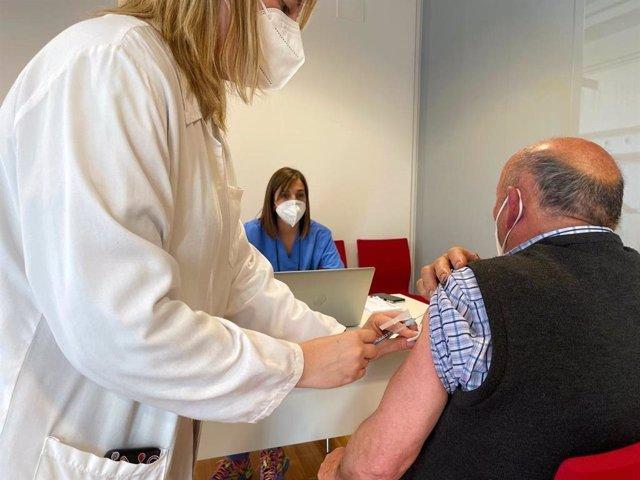 Vacunación contra la COVID-19 a personas de entre 70 y 79 años
