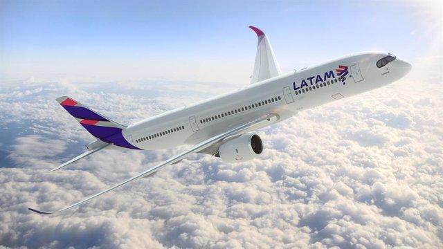 Archivo - Avión De LATAM
