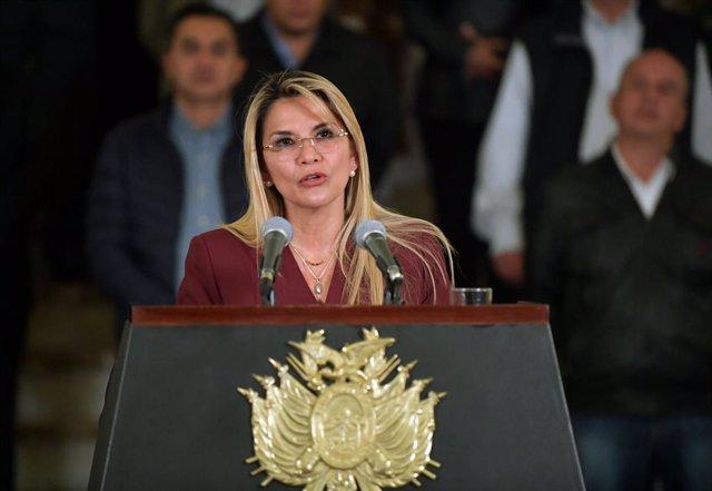 Archivo - La presidenta interina de Bolivia, Jeanine Áñez