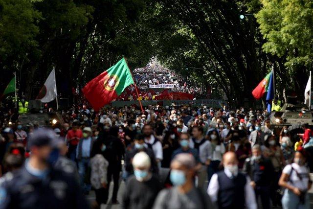 Marcha en recuerdo de la Revolución de los Claveles
