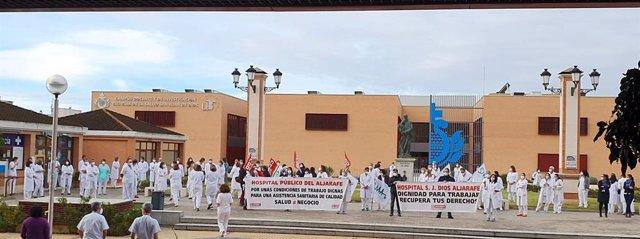 Archivo - Protesta en el hospital del Aljarafe