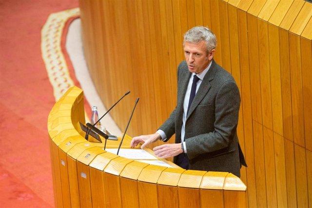 El vicepresidente primero de la Xunta, Alfonso Rueda, en el pleno de la Cámara