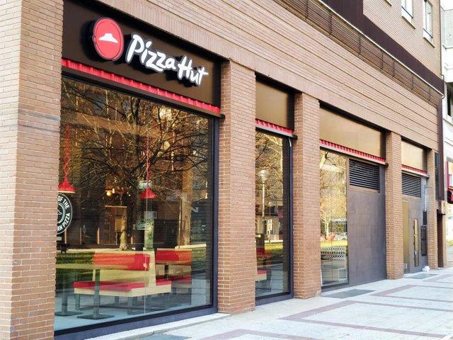 Archivo - Tienda de Pizza Hut en Pamplona, ubicada en la avenida de Pío XII.