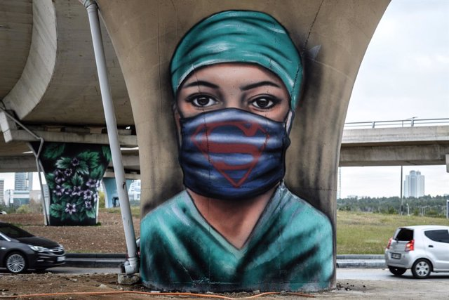 27 April 2021, Turkey, Ankara: A graffiti of a health worker is painted on a bridge by Ankara Metropolitan Municipality to symbolize the hard work and dedication of healthcare workers during the coronavirus (COVID-19) pandemic. Photo: Altan Gocher/ZUMA Wi