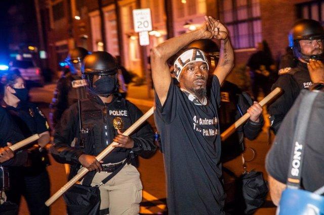 Protesta contra el asesinato del ciudadano afroamericano Andrew Brown Jr a manos de la Policía de Estados Unidos.