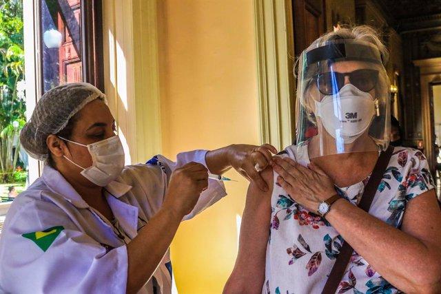 01 April 2021, Brazil, Rio De Janeiro: A woman receives the Butantan vaccine at the Museu da Replica, in the Catete neighborhood, during a vaccination campaign against the Coronavirus (Covid-19). Photo: Ellan Lustosa/ZUMA Wire/dpa