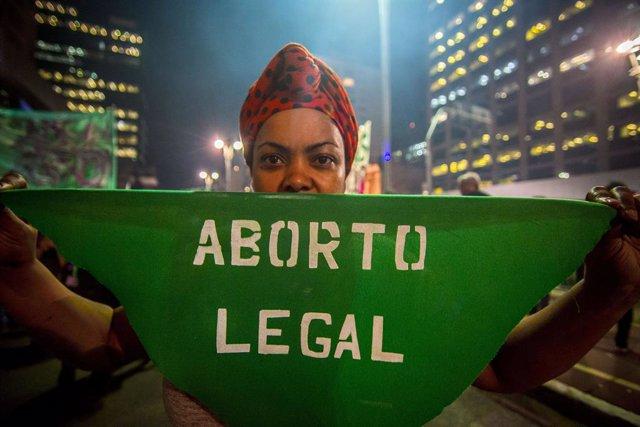 Archivo - Manifestación a favor del aborto en las calles de Sao Paulo en 2018.