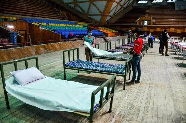 Conversión de un polideportivo en un centro para cuarentenas ante el coronavirus en India