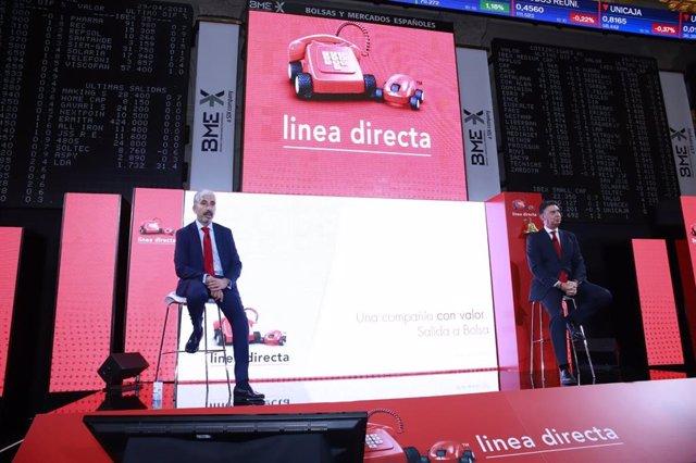 El director financiero de Línea Directa, Carlos Rodríguez, y el consejero delegado de la compañía, Miguel Ángel Merino, durante la rueda de prensa de la salida a Bolsa de la aseguradora, a 29 de abril de 2021 en el Palacio de la Bolsa de Madrid
