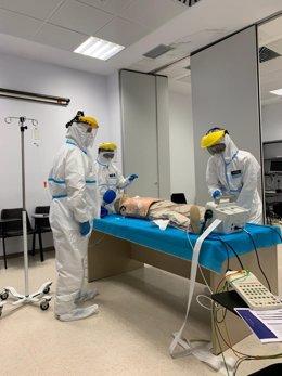 Sanitarios participan en el curso