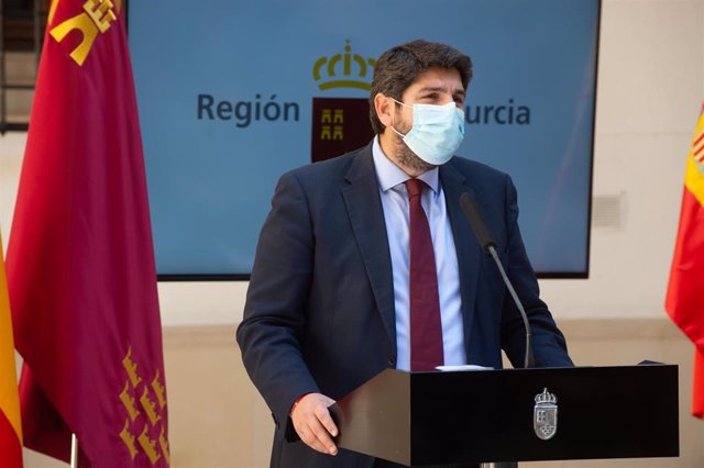 Archivo - El presidente de la Región de Murcia, Fernando López Miras comparece en rueda de prensa en el Palacio de San Esteban, en Murcia (España), a 12 de marzo de 2021.