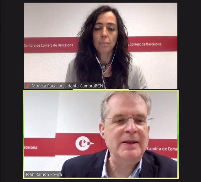 La presidenta de la Cambra de Barcelona, Mònica Roca, i el cap del Servei d'Estudis de l'organització, Joan Ramon Rovira, en una roda de premsa telemàtica.