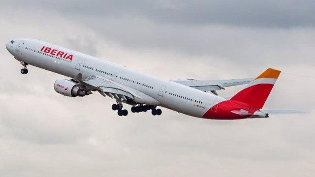 Archivo - Avión de Iberia