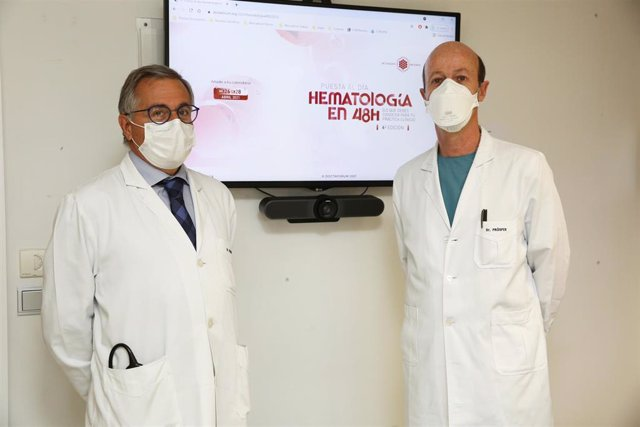 Los doctores José Antonio Páramo y Felipe Prósper, especialistas del Servicio de Hematología de la Clínica y organizadores del curso.