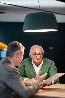 Archivo - CaixaBank crea el primer equipo de gestores especializados en el segmento sénior.