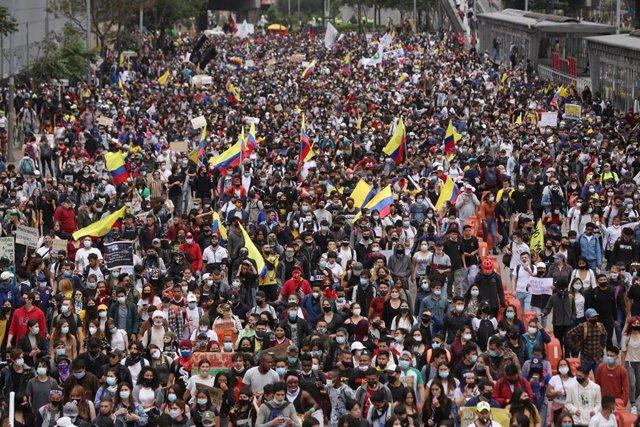 Protestas en Bogotá, la capital de Colombia, contra la reforma tributaria presentada por el Gobierno.