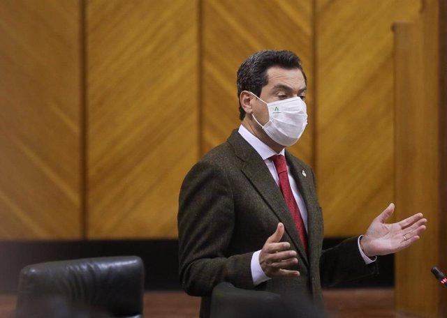 El presidente de la Junta de Andalucía, Juanma Moreno, en el Pleno del Parlamento en una imagen de 15 de abril.