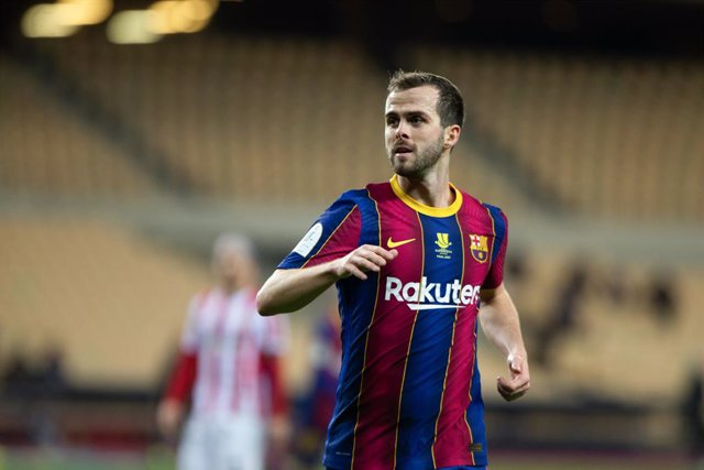 Archivo - Miralem Pjanic of Barcelona during the Spanish SuperCup Final between Futbol Club Barcelona and Athletic Club Bilbao at La Cartuja Stadium on January 17, 2021 in Sevilla, Spain.
