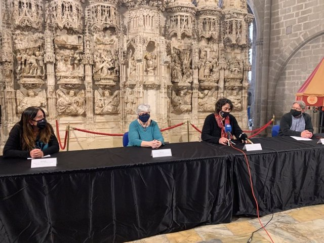Descubren la estructura original de un retablo del siglo XV de la iglesia de Santa Maria de Castelló d'Empúries