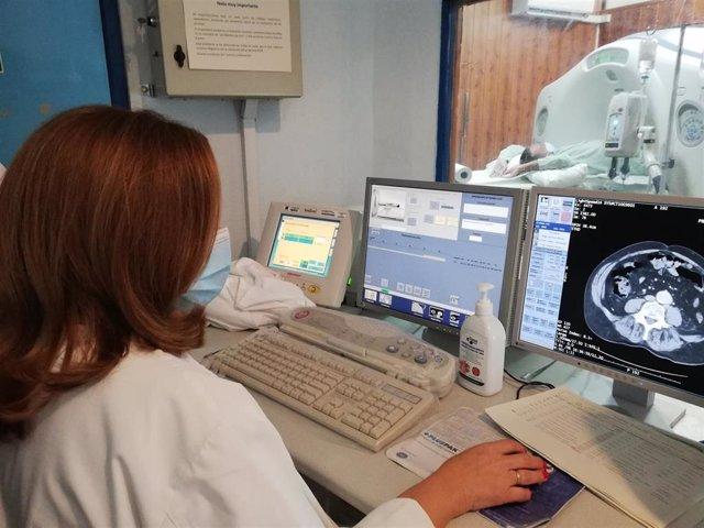 Archivo - Imagen es del TAC que se encuentra en funcionamiento ahora mismo en el Hospital Infanta Elena de Huelva.