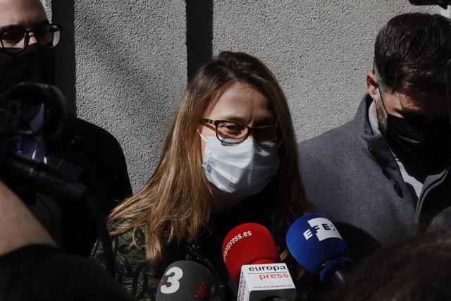 Archivo - Arxivo - L'exconsellera d'Agricultura, Ramaderia, Pesca i Alimentació de la Generalitat Meritxell Serret respon els mitjans a la seva sortida del Tribunal Suprem on ha comparegut voluntàriament, després del seu retorn des de Brussel·les, a Madri