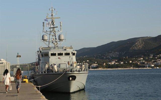 Archivo - Imagen de archivo de una embarcación de Frontex en Grecia.
