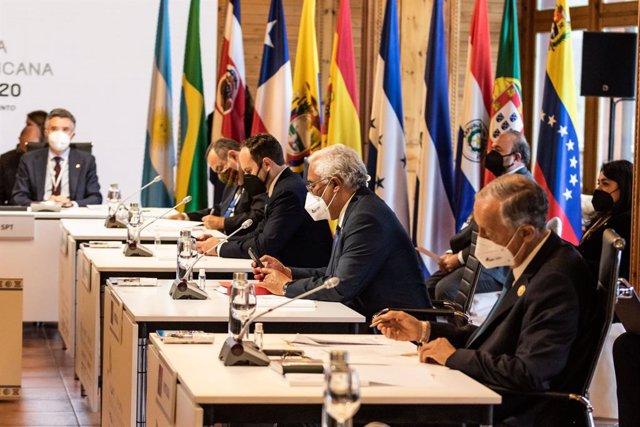 El primer ministro de Portugal, Antonio Costa y el presidente de Portugal, Marcelo Rebelo de Sousa durante la reunión plenaria de la XXVII Cumbre Iberoamericana de Jefes de Estado y de Gobierno en el Hotel Sport Village a 21 de abril de 2021, en Andorra l