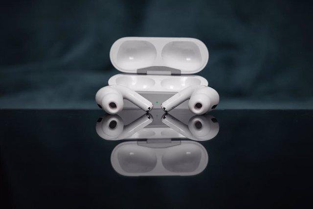 Unos auriculares inalámbricos