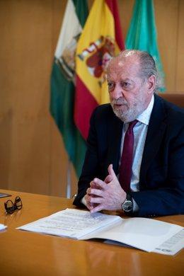 El presidente de la Diputación de Sevilla y de la FAMP, Fernando Rodríguez Villalobos.