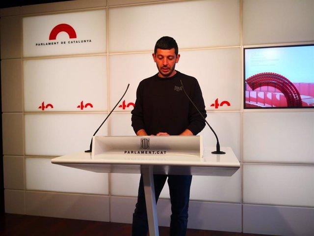 Arxiu - El diputat de la CUP Xavier Pellicer en una conferència de premsa al Parlament.
