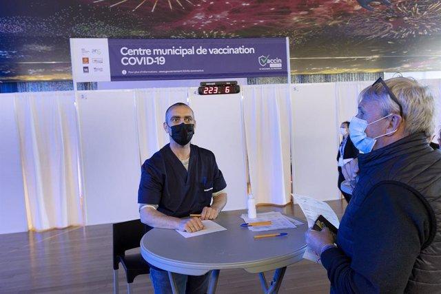 Centro de vacunación contra el coronavirus en Montpellier