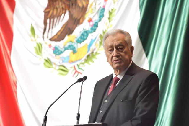 Archivo - El director general de CFE, Manuel Barlett Díaz