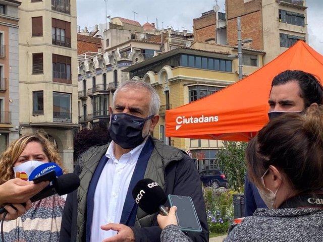 El líder de Cs en Catalunya, Carlos Carrizosa, en declaraciones en Girona el 30 de abril de 2021.