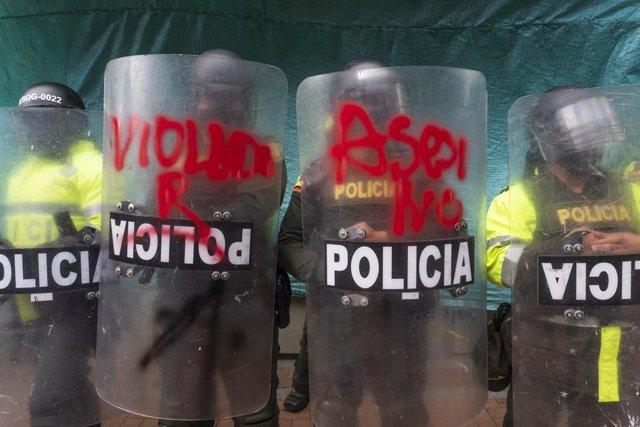Archivo - Manifestación contra la violencia policial en Colombia. La labor del Escuadrón Móvil Antidisturbios (ESMAD), a la que se ha denunciado por supuestas agresiones sexuales en sus centros durante las protestas, fue duramente criticada por el Tribuna