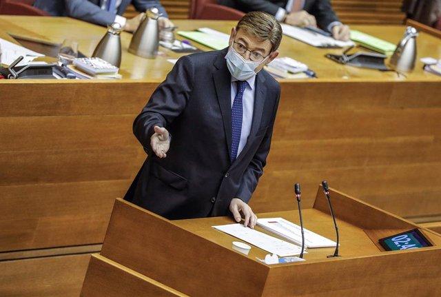El presidente de la Generalitat Valenciana, Ximo Puig, durante una sesión de control