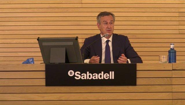 El consejero delegado de Banco Sabadell, César González-Bueno, durante la presentación.