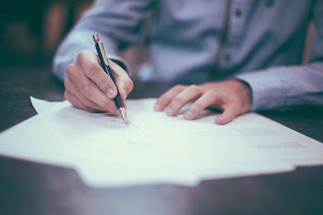 Archivo - Casi un 60% de las empresas reconoce aceptar plazos de pago más largos a cambio de aplicar intereses