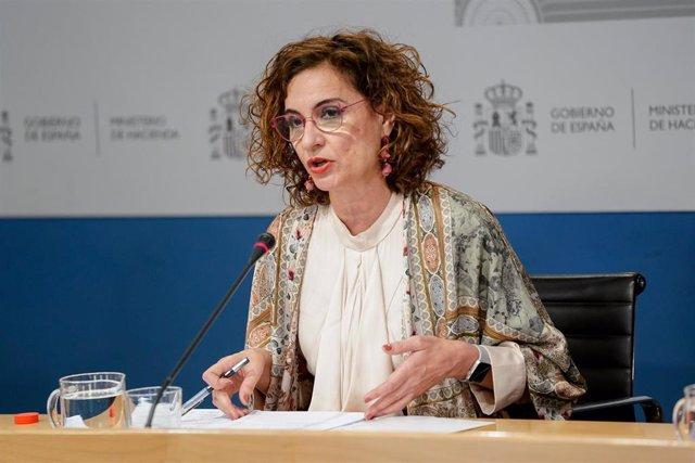 La ministra de Hacienda, María Jesús Montero, durante la presentación de las proyecciones de déficit incluidas en el Programa de Estabilidad 2021-2024, en la sede del Ministerio, a 30 de abril de 2021, en Madrid (España).