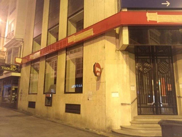 Archivo - Una oficina del Santander que ha estat clausurada a Ferrol (la Corunya)
