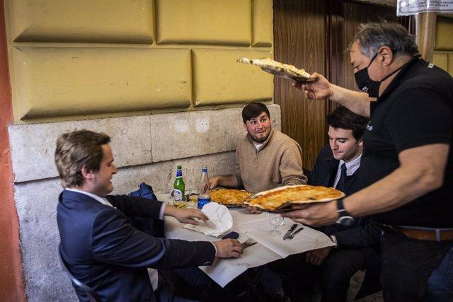 Dentro del plan de desescalada, el Gobierno italiano ha permitido la reapertura de los negocios de hostelería que puedan ofrecer servicios en el exterior