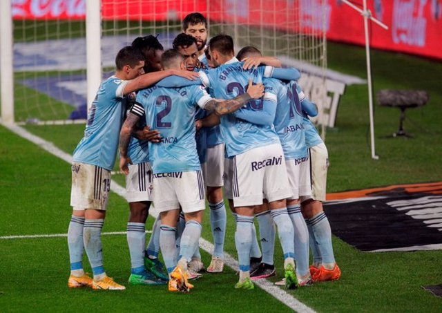 Archivo - Los jugadores del Celta celebran uno de sus goles ante el Cádiz